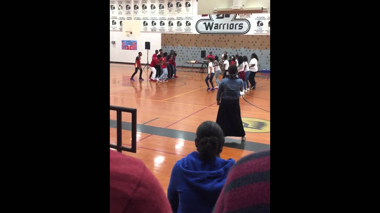 Hodges bend middle school dance battle (MUST WATCH) - YouTube