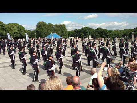 Norwegian Royal Guard performing at Vigeland park (Oslo)