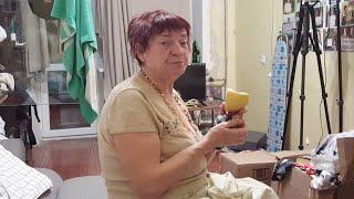 Мама получает подарки от зрителей .  Шикарные украшения из камней