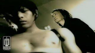 Download Chrisye Feat. Peterpan - Menunggumu (Official Music Video)