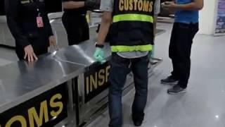 Indonesia Border Eps 95 : Petugas mencari barang terlarang milik penumpang Part 01
