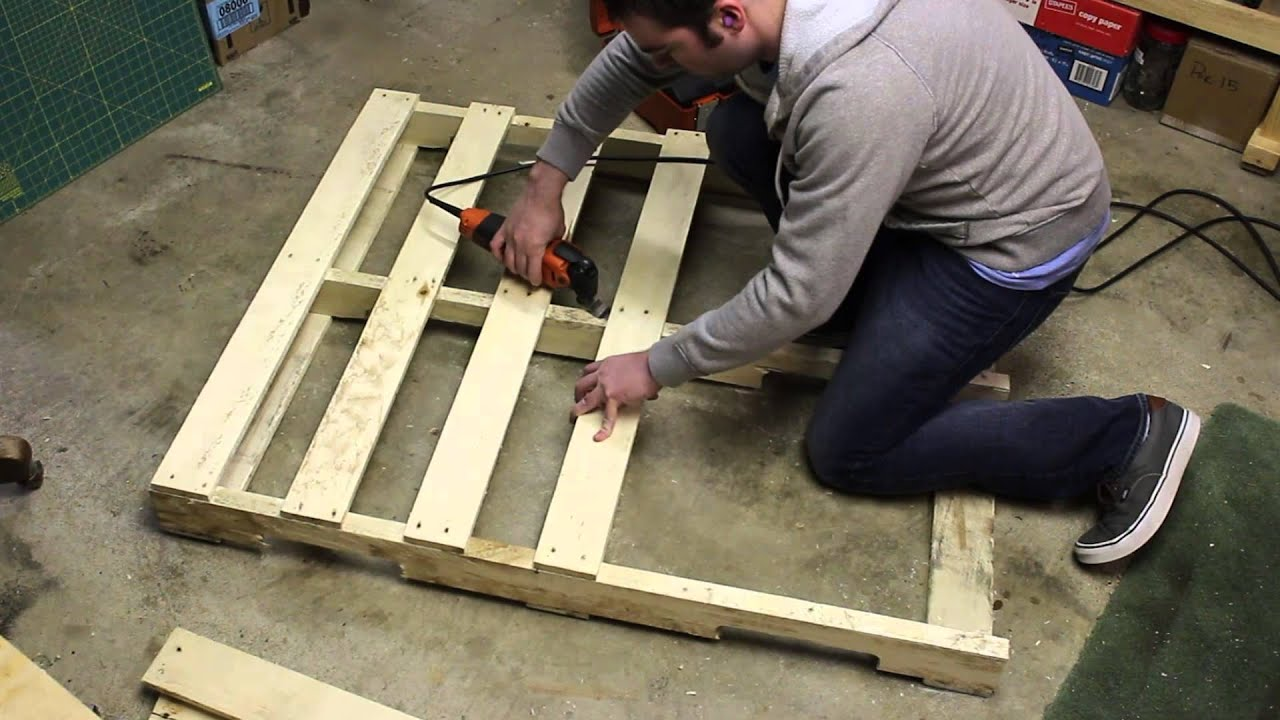 Taking a pallet apart the easy way