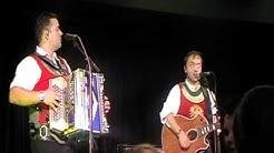 Ursprung Buam   Drei Musikanten ziehen um die Welt