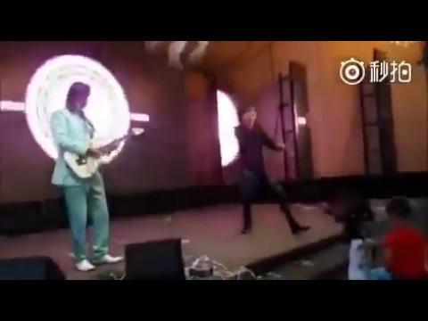 Dimash Kudaibergen at kazakh wedding, high notes, whistle &having fun!! 迪玛希 Димаш на свадьбе
