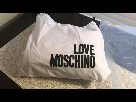 moschino-quilted-shoulder-bag-with-logo-(black)