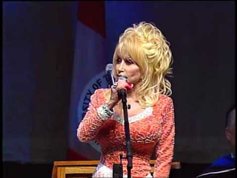 Dolly Parton Delivers Commencement Address at the University of ...