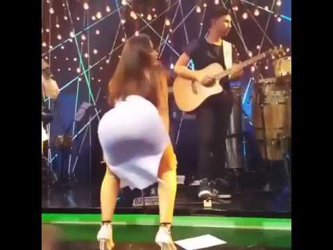 anitta dancando a de Wesley Safadão novinha vai no chão