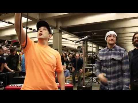 Linkin Park LIVE in Grand Central Station: 'In the End'