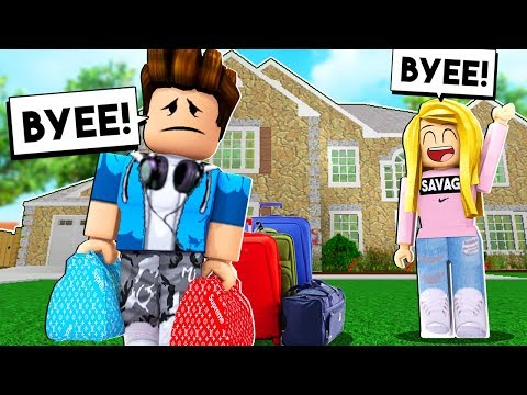MY CHILD MOVED OUT - AND BOUGHT A HOUSE! (Roblox) |