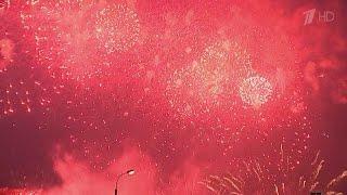 В Братеевском парке Москвы — яркое и незабываемое шоу — Второй Международный фестиваль фейерверков.
