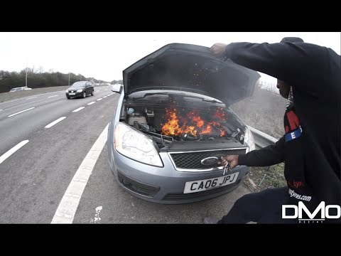 CAR ON FIRE ON THE M25 MOTORWAY LONDON!!