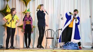 Шутки и смех Фестиваль школьных команд КВН собрал полный зрительный зал