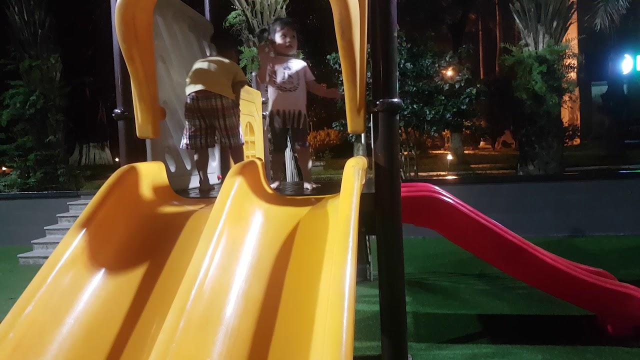 Ngọc An chơi buổi tối tại Ecopark