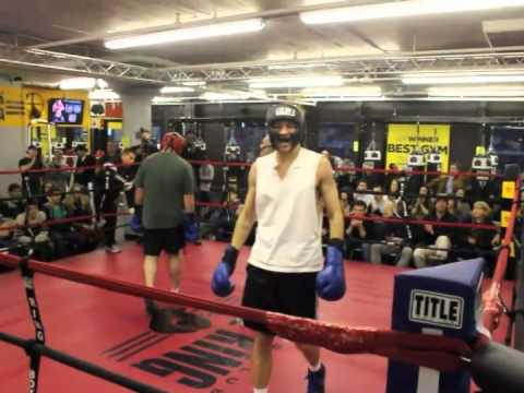 Smokers bout mike glowacki the ring boxing club for Boxing club salonais