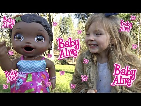BABY ALIVE stays HOME with MOMMY! The Lilly and Mommy show! The Toytastic Sisters