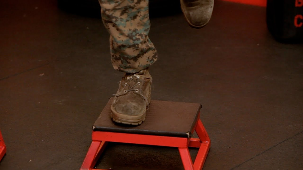 How to Do a One-Legged Box Jump | Warrior Fitness - YouTube