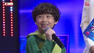 Rapper nhí Piggy mang câu trending Con về nhà lúc 5 giờ lên Siêu Bất Ngờ khiến Wowy phấn khích
