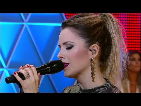 Sandy canta o seu novo sucesso e emociona a plateia do Legendários