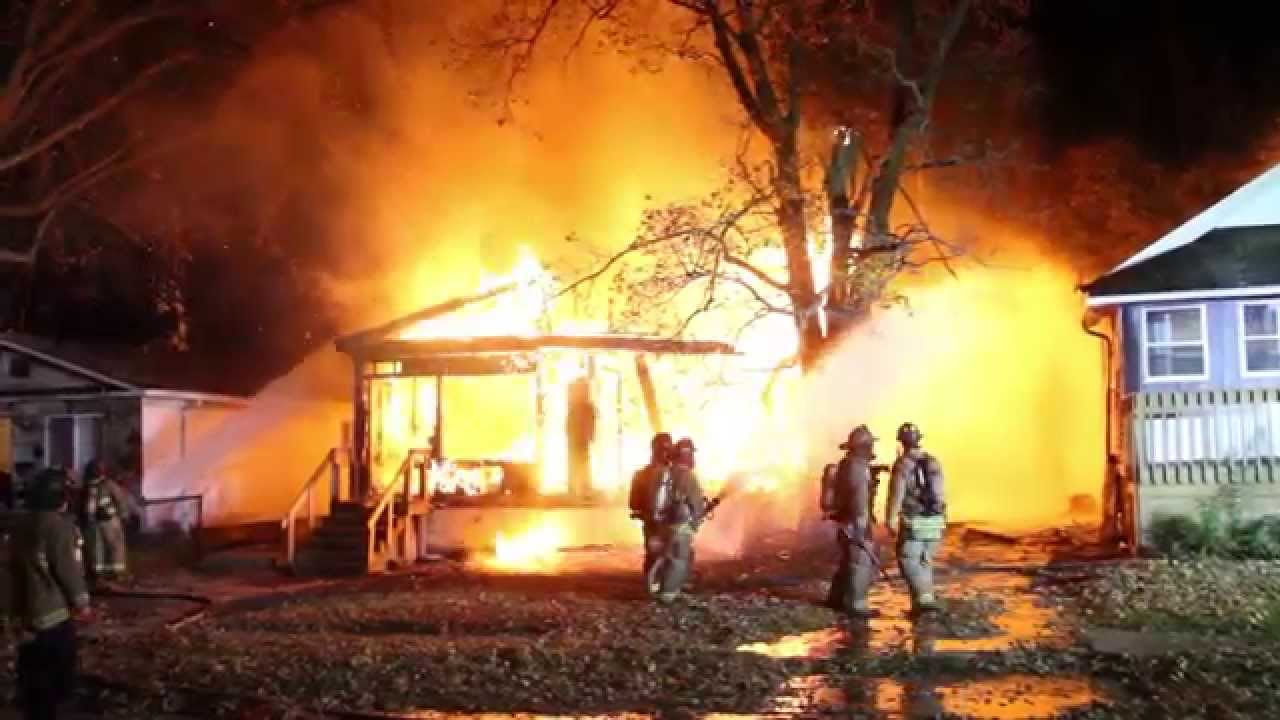 flint michigan fire video of fully involved house fire
