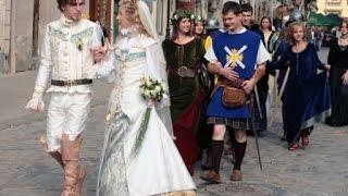 Средневековую моду показали на Украине.
