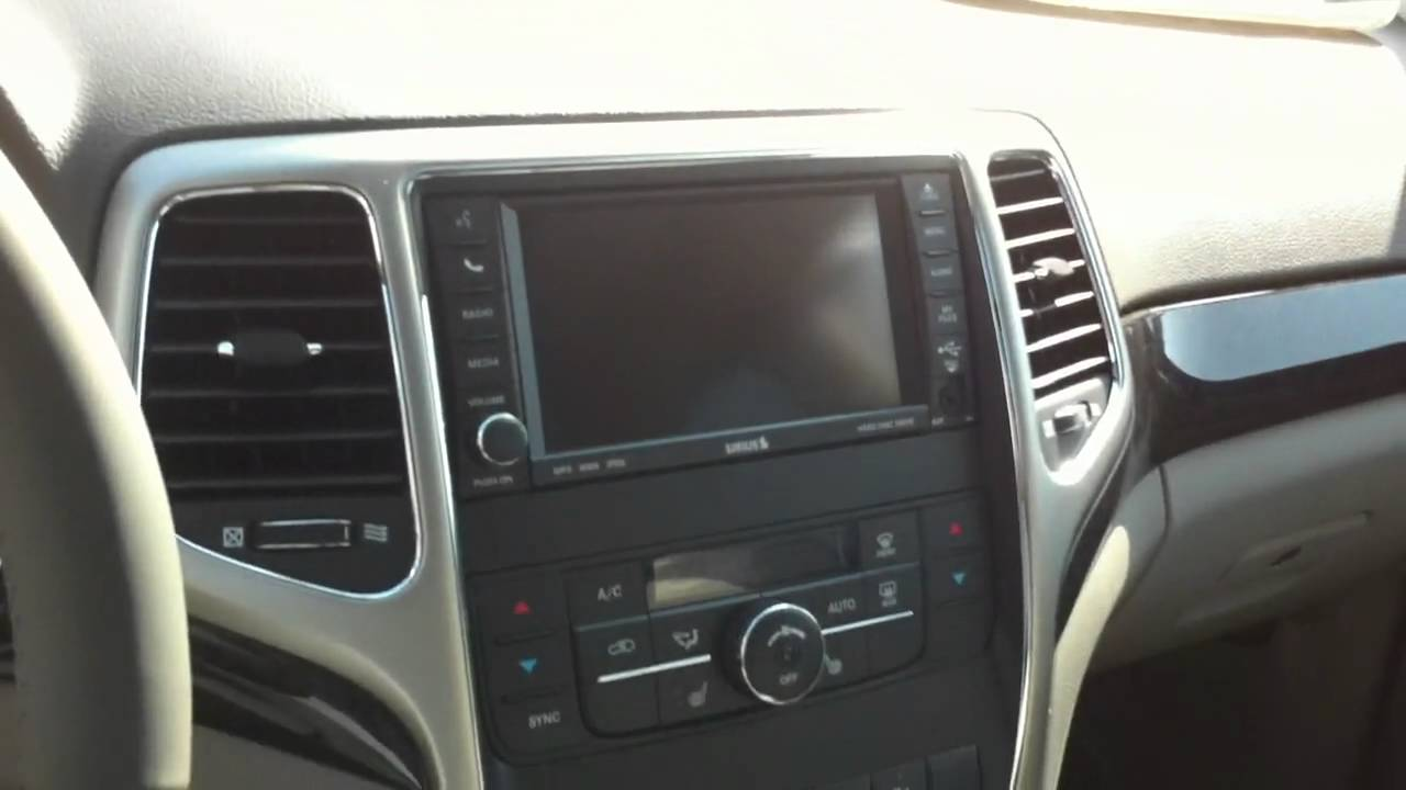 2011 jeep grand cherokee laredo interior 360 view hd youtube for 2011 grand cherokee interior