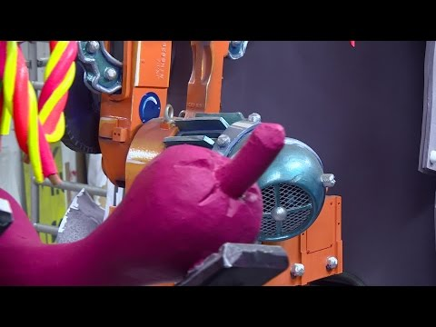 Robotarm is eyecatcher op carnavalswagen in Hoeven