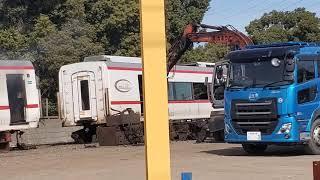 名鉄1700系廃車解体搬出 車体が半分に切断され運ばれていきました。 #1701f #1702F #名古屋鉄道 #築港線 #ダイヤモンドクロス