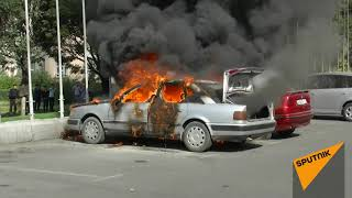 Как горел автомобиль на площади Ала-Тоо в Бишкеке — видео с места пожара
