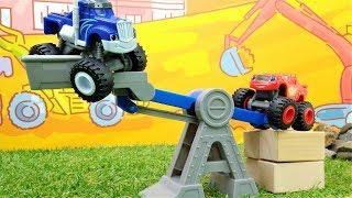 Spielzeugvideo für Kinder mit den Monster Maschinen – Blaze spielt auf der Baustelle