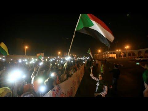 قادة الاحتجاجات في السودان يتمسكون بمجلس ذي رئاسة مدنية  - نشر قبل 35 دقيقة