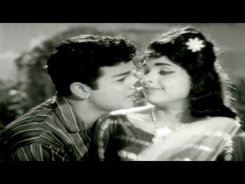 Anbu Vazhi Movie - Paththu Padal Tamil...
