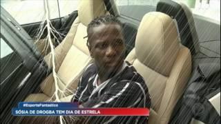 Sósia de Drogba tem dia de estrela no Corinthians