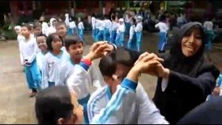 bermain game bersama siswa SDN 1 Percobaan Malang