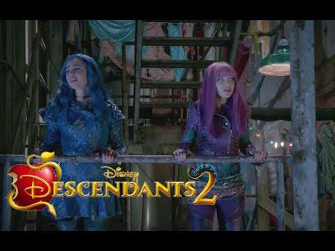 Descendants 2 -  Space Beetwen - Mal and Evie SONG