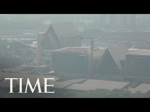 People In Thailand Are Being Urged To Stay Indoors As Polluted Air Blankets Bangkok | TIME