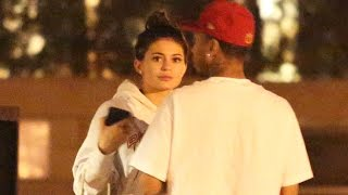 Kylie Jenner And Tyga Have Dinner, While She Is All About Her Phone