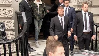 Baixar The Beckham family leaving Victoria Beckham first ever fashion show in London