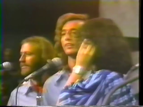 Bee Gees - To Love Somebody - LIVE Duet with Yvonne Elliman @ Soundstage Chicago 1975  15/19