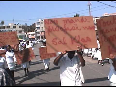pro-democracy demo Haiti 2004-part2.dv
