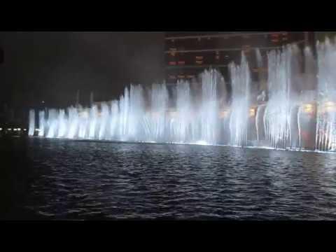 Wynn Palace Musical Fountain - Roar (Windy and rainy Version)