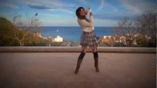 Hooola~ Mi intento de baile de Galaxias xDD Al principio parecia un...