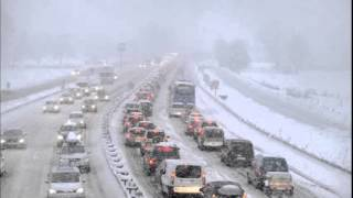Snow leaves thousands of motorists stranded in French Alps