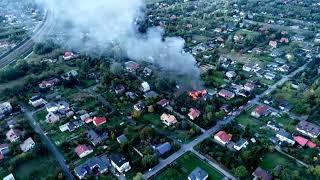 Janówka. Pożar domu jednorodzinnego po wybuchu gazu. Widok z drona. Film nadesłany przez widza.
