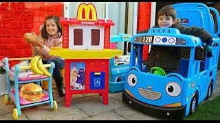 McDonald's Drive Thru Pretend Play with Food Cooking Truck