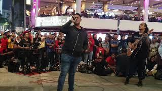 Download Mp3 Luarbiasa Mantul Lagu Sambutlah Kasih..slamber Dia Nyanyi Sambil Tangan Dalam Po