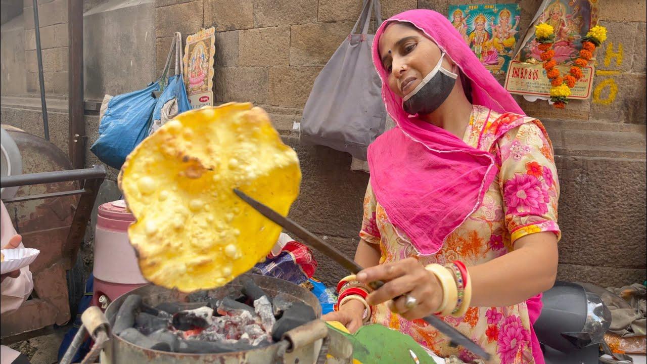 Rajasthani Aunty Selling Khichiya Papad in Mumbai | Indian Street Food