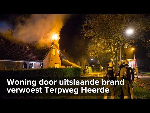 Uitslaande brand verwoest woning Terpweg Heerde - ©StefanVerkerk.nl