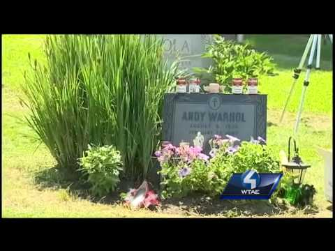 Webcam broadcasts from Andy Warhol's grave