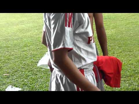 Hoài Nhơn FC thay đồ trước trận đấu