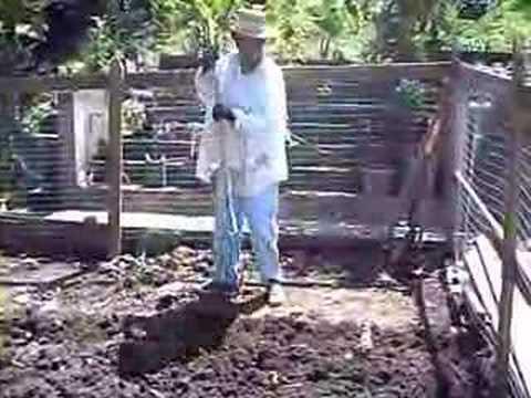 Como preparar el terreno para una hortaliza organica - YouTube